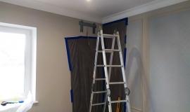 montazh-kondicionera-zakleivaem-plenkoj-steny